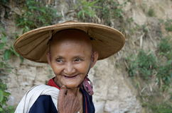 Le donne anziane che ritornano dopo un grande giorno nel tè sistema Fotografia Stock