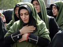 Le donne di Shia Muslim si addolorano durante il Ashura Immagine Stock