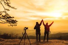 Le donne e gli uomini che dell'amante del fotografo gli asiatici viaggiano si rilassano nella festa Atmosfera dei paesaggi della  fotografia stock libera da diritti