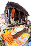 Le donne nepalesi stanno vendendo nel mercato a Kathmandu, Nepal sopra Fotografia Stock