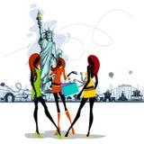 Le donne si avvicinano alla statua della libertà Immagine Stock