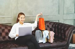 Le donne sono lavoranti e felici immagine stock