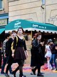 Le donne sta indossando un panno di film allo studio universale Giappone di Halloween Fotografie Stock
