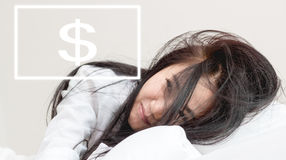 Le donne svegliano pensano per soldi Immagini Stock Libere da Diritti
