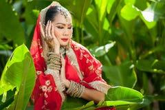 Le donne tailandesi eseguono i balli dell'India in costumi storici Fotografia Stock