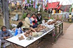 Le donne tailandesi vendono la verdura nel mercato Immagine Stock Libera da Diritti