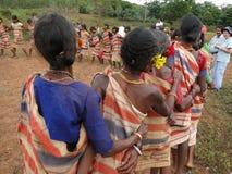 Le donne tribali collegano le braccia Fotografia Stock Libera da Diritti