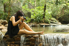 Le donne turistiche asiatiche prendono una foto Immagini Stock