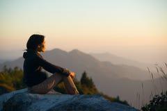 Le donne vedono la luce del tramonto Immagine Stock Libera da Diritti