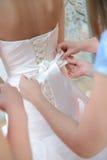 Le dos de la jeune mariée Photos stock