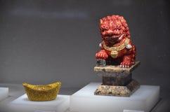 Le dragon au jardin des cristaux opacifie l'usine de swarovski Images stock