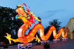 Le dragon coloré dans le festival de lanternes d'Alangkarn 2015 Images libres de droits