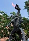 Le dragon crache le feu - Cracovie - Pologne image libre de droits