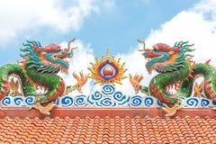 Le dragon d'or de la Chine, temple chinois en Thaïlande Images libres de droits