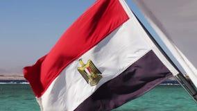 Le drapeau égyptien vole dans le vent banque de vidéos