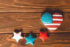Le drapeau américain de forme de coeur avec le ginfer patriotique se tient le premier rôle pour le 4ème juillet, Photos stock