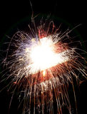 Le drapeau américain s'est allumé par des cierges magiques pour le 4ème des célébrations de juillet Photographie stock libre de droits