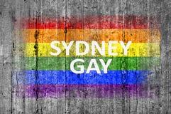 Le drapeau d'HOMOSEXUEL et de LGBT de Sydney peint sur le fond donnent au béton une consistance rugueuse gris Photo libre de droits