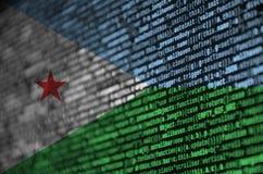 Le drapeau de Djibouti est dépeint sur l'écran avec le code de programme Le concept de la technologie et du développement de site photo stock