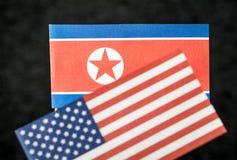 Le drapeau de la Corée du Nord et des Etats-Unis d'Amérique Etats-Unis Images stock