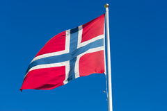 Le drapeau de la Norvège ondulant dans le vent Photos libres de droits