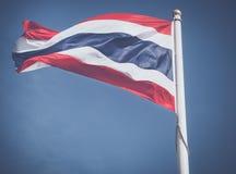 Le drapeau de la Thaïlande souffle dans le vent Photos libres de droits