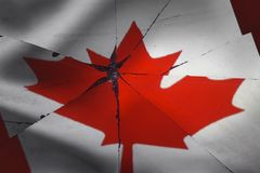 Le drapeau du Canada est reflété dans le miroir cassé photographie stock libre de droits