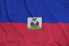 Le drapeau du Haïti a imprimé sur un tissu de maille en nylon de vêtements de sport de polyester W images libres de droits