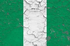 Le drapeau du Nigéria a peint sur le mur sale criqué Mod?le national sur la surface de style de cru illustration stock