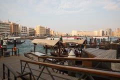 LE DUBAÏ, EAU 18 JANVIER : Abra traditionnel transporte en bac le 18 janvier, 2 Photo stock