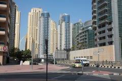 LE DUBAÏ, EAU - 22 JANVIER 2018 : Bâtiments modernes dans la marina de Dubaï, Dubaï, EAU images stock