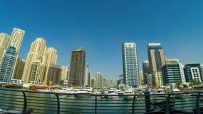 LE DUBAÏ, EAU - 22 JANVIER 2018 : Bâtiments modernes dans la marina de Dubaï, Dubaï, EAU photographie stock libre de droits