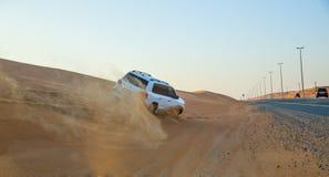 LE DUBAÏ, EAU 20 JANVIER : Safari de jeep, 20, 2014 à Dubaï, les EAU jeep Images libres de droits