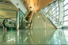 LE DUBAÏ, EAU - 10 NOVEMBRE 2016 : Intérieur de station de métro à Dubaï La métro comme ` s du monde le plus longtemps entièremen Photo libre de droits