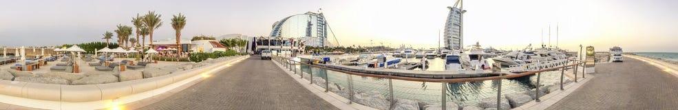 LE DUBAÏ - NOVEMBRE 2015 : Vue panoramique de Dubaï Burj Al Arab et Photographie stock