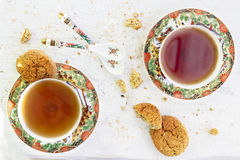 Le due degli iapan tazze stily di tè con il biscotto fotografia stock