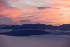 Le dune di sabbia a bianco insabbia il monumento nazionale [New Mexico, U.S.A.] fotografie stock