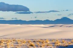 Le dune di sabbia a bianco insabbia il monumento nazionale [New Mexico, U.S.A.] immagini stock