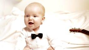 Le espressioni del bambino si chiudono su stock footage