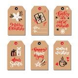 Le etichette moderne del regalo di Natale hanno messo con gli scarabocchi e l'iscrizione disegnati a mano Insieme disegnato a man Immagini Stock Libere da Diritti