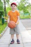 le för basketpojke Royaltyfri Bild