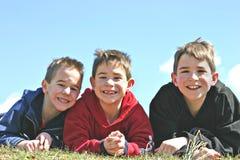 le för broder Arkivbild