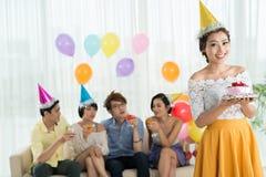 le för födelsedagflicka Royaltyfri Bild
