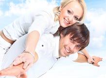 le för förälskelse för par lyckligt Royaltyfria Foton