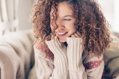 le för flicka som är tonårs- royaltyfria foton