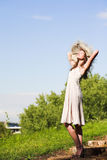 le för flickahatt Fotografering för Bildbyråer