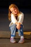 le för flickastående Arkivbild