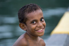 Le för Papuanpojke Arkivbilder