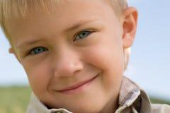 le för pojke Arkivbild