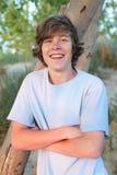 le för pojke som är tonårs- Fotografering för Bildbyråer